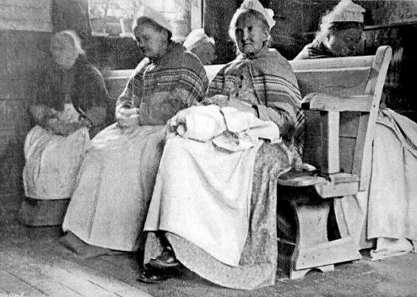 Female paupers in uniform